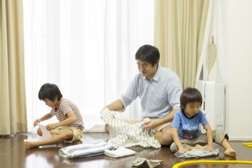 Cha mẹ làm gương cho con cái